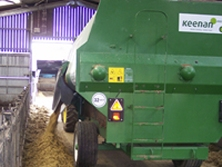 Keenan Compete Diet Feeder feeding wheat feed pellets